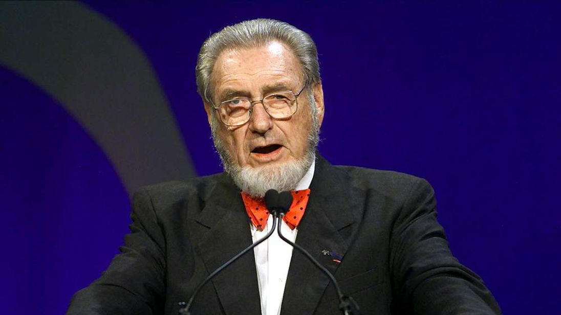 C EVERETT KOOP SPEAKS TO CLOSING OF WORLD CONFERENCE.