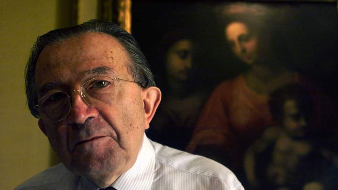 FORMER ITALIAN PRIME MINISTER GIULIO ANDREOTTI READS A NEWSPAPER IN HIS OFFICE.