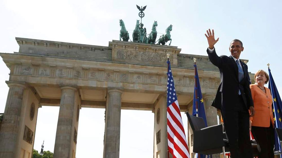 Obama speaks at the Brandenburg gate in Berlin