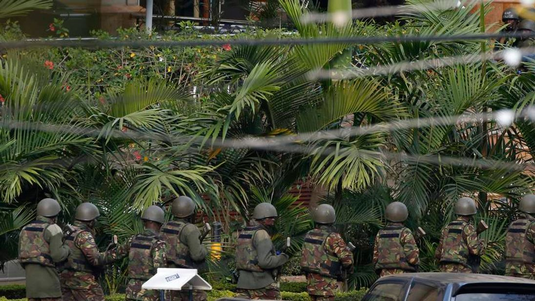 Kenyan soldiers enter the main gate of Westgate Shopping Centre in Nairobi