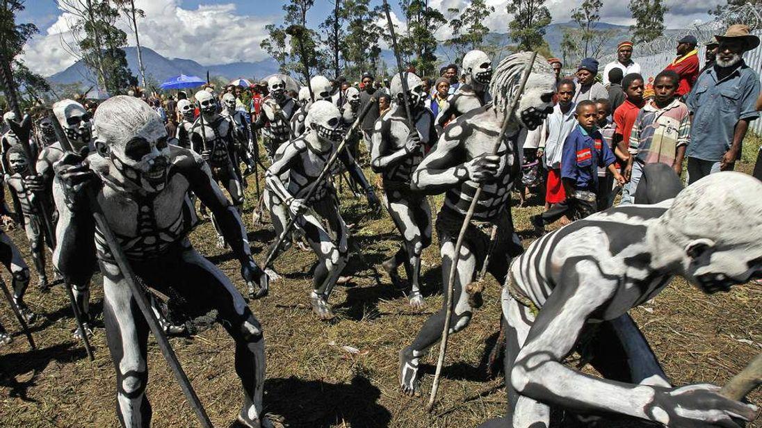 Omo Masalai spiritmen from Simbu arrive