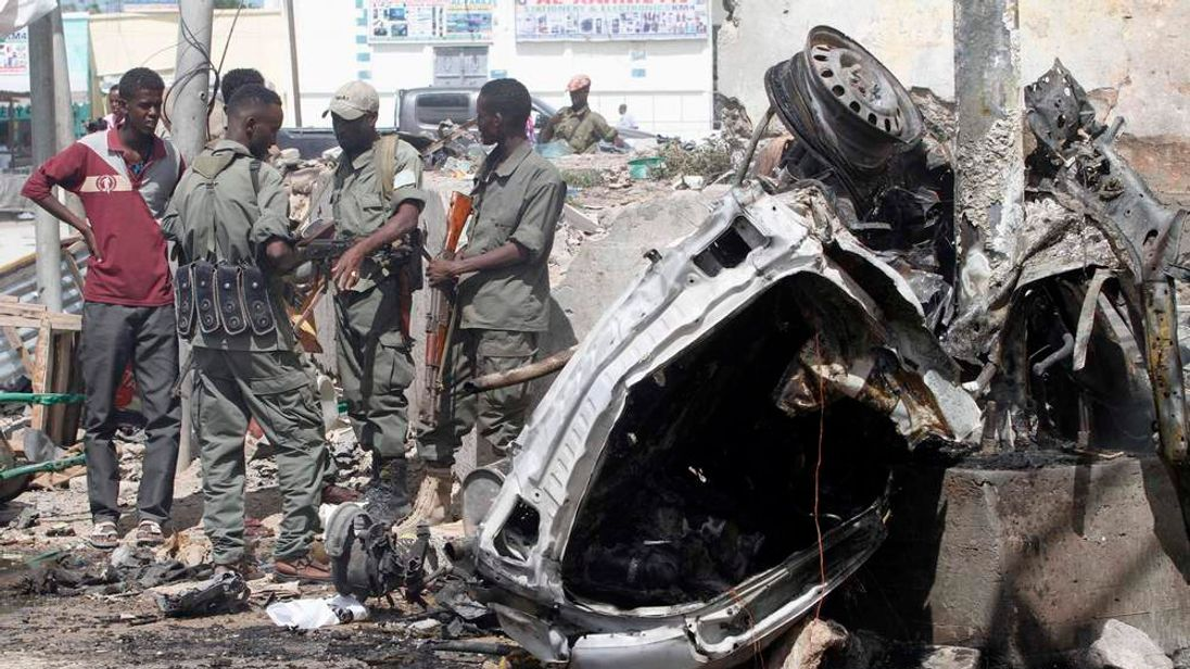 Wrecked car, Mogadishu