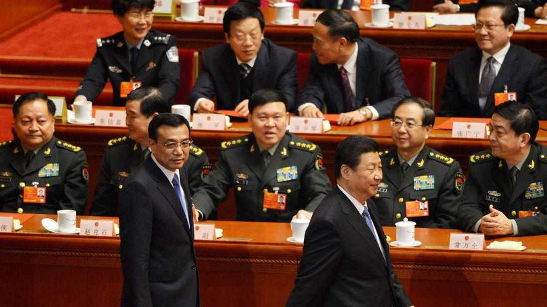 Premier Li Keqiang (L) and President Xi Jinping (R)