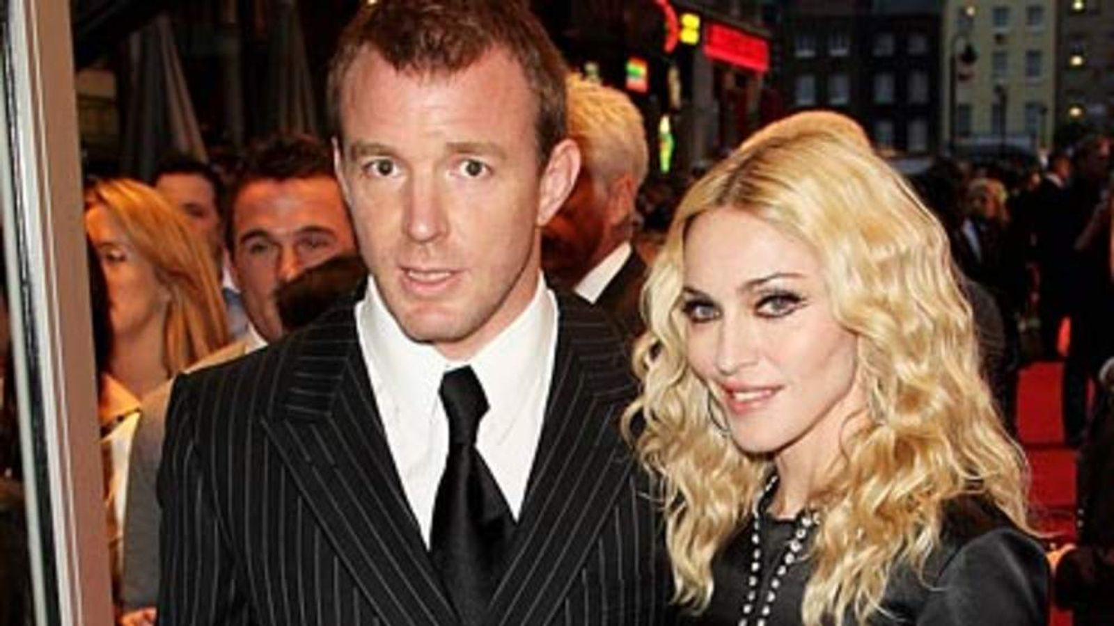 Madonna And Guy Ritchie Having Bumpy Time, Says His Dad new foto