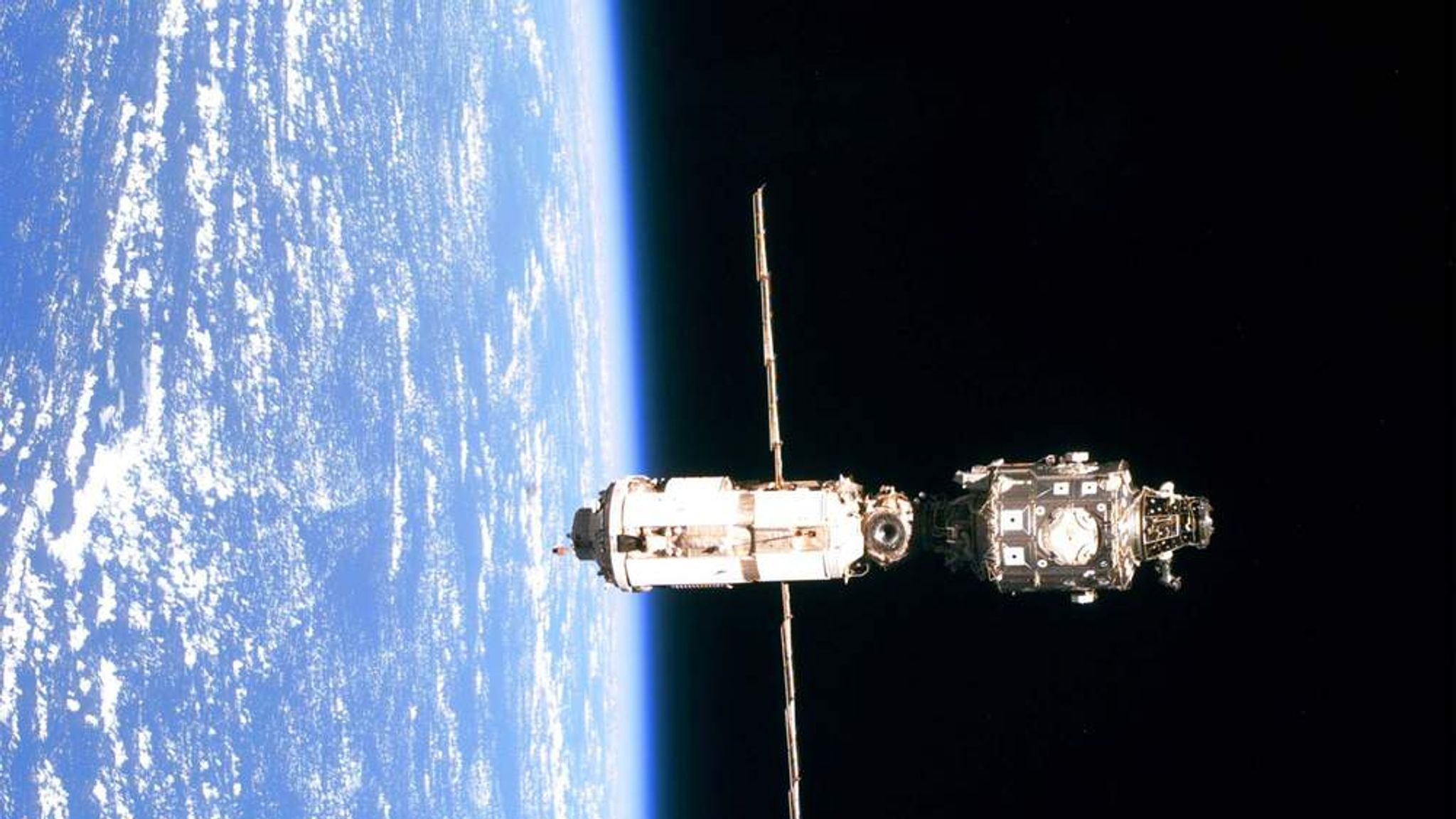 space station leak - HD2048×1152