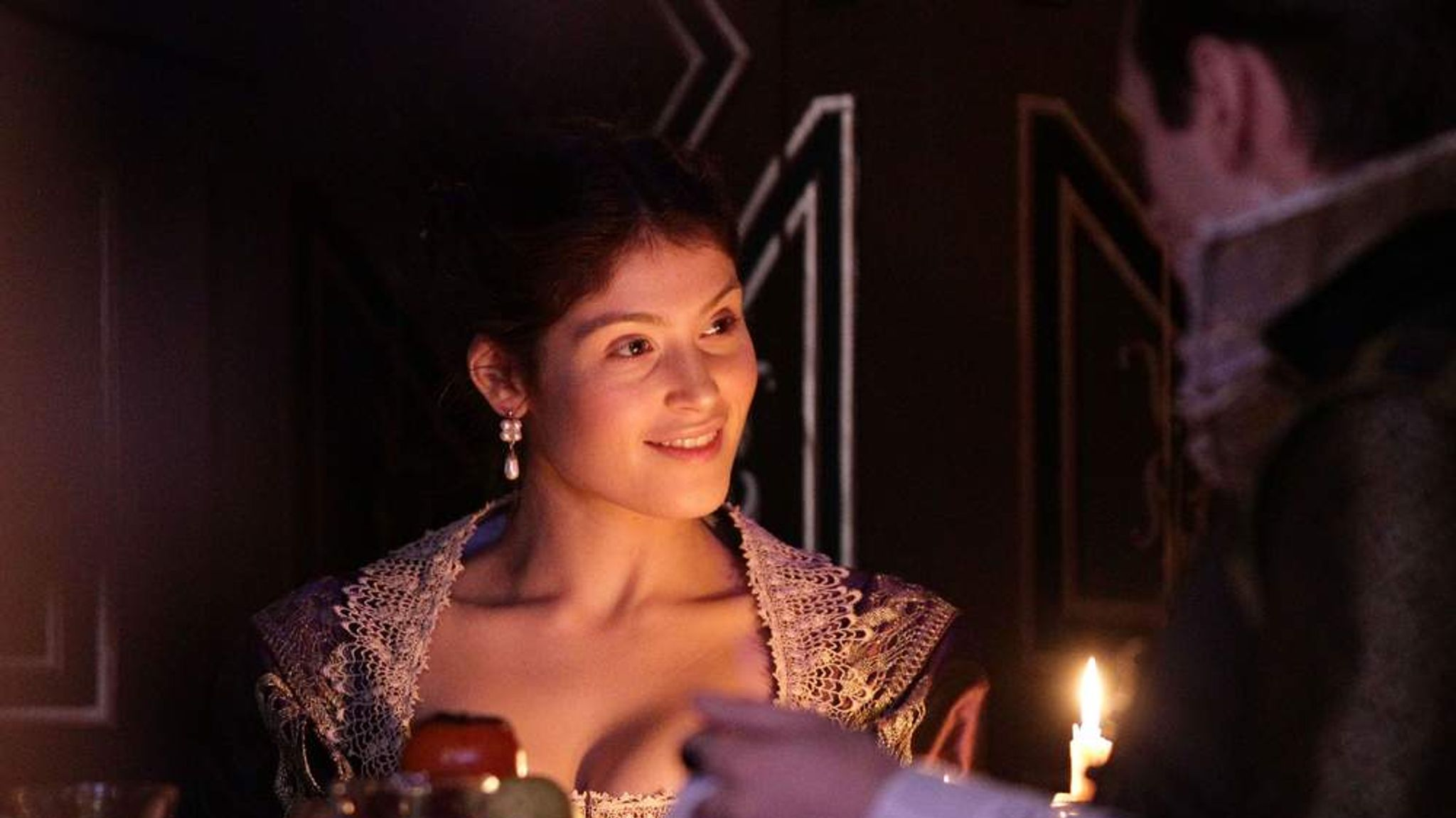 discuss the duchess of malfi as a In the duchess of malfi, bosola plays a role of spy and murderer but at the end of play, he plays a role of noble and avengerso his role is significant he keeps a link between ferdinand and duchess.
