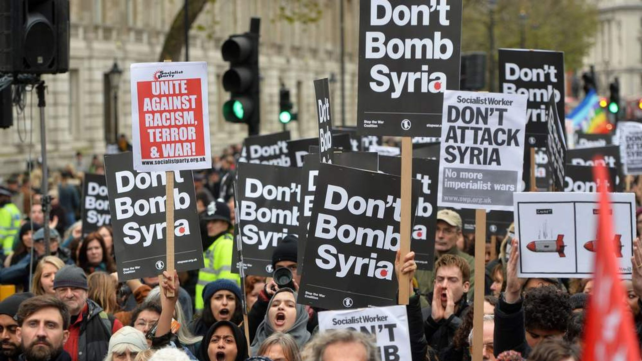 the united states should not bomb syria Moscow/washington (reuters) - russia's military said on sunday that two us f-15 fighter jets dropped phosphorus bombs over syria's deir al-zor province on saturday, the tass and ria news.