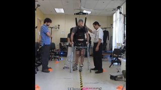 Paralysed Man In US Walks