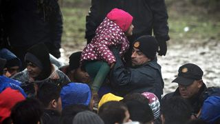 Migrants stranded on Serbia-Croatia border