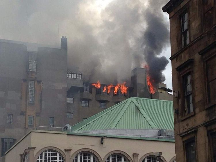The fire broke out in the basement of the building on Friday lunch time. (Picture @xdxxnx)