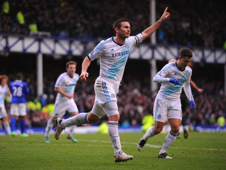 Frank Lampard playing for Chelsea