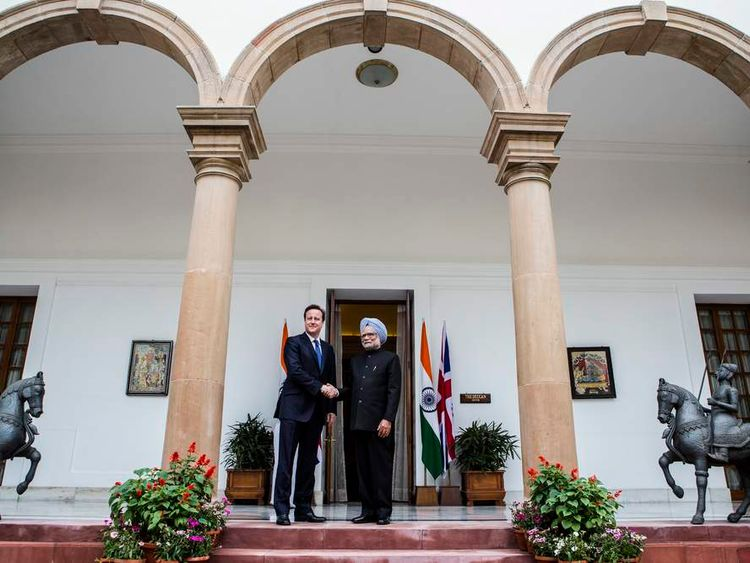 David Cameron shakes hands with Indian PM Manmohan Singh