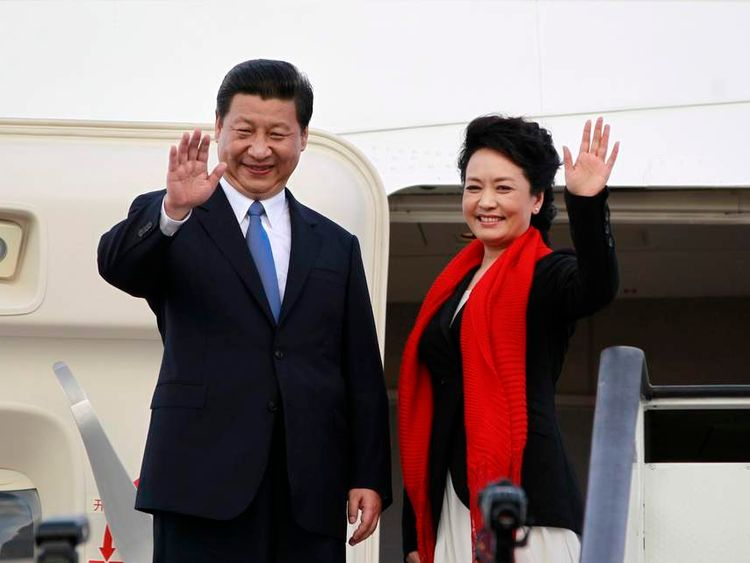 Chinese President Jinping and First Lady Liyuan bid farewell as they board their plane to depart from the Julius Nyerere International Airport in Dar es Salaam, Tanzania