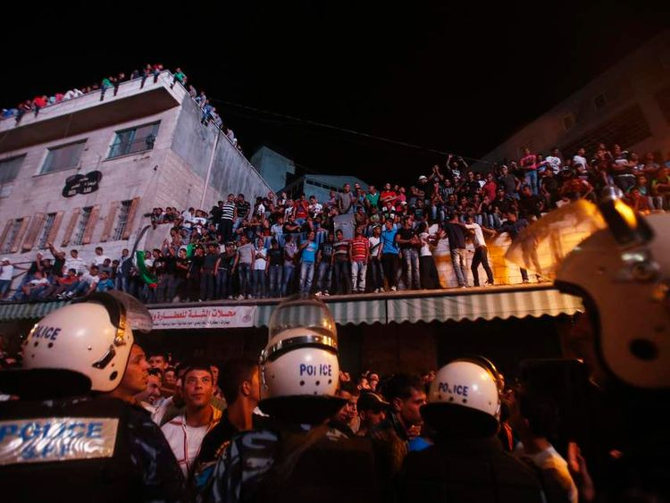 Palestinians watch the result of Arab Idol