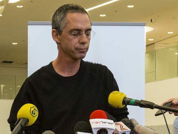 Gilad Sharon announces his father Ariel's death