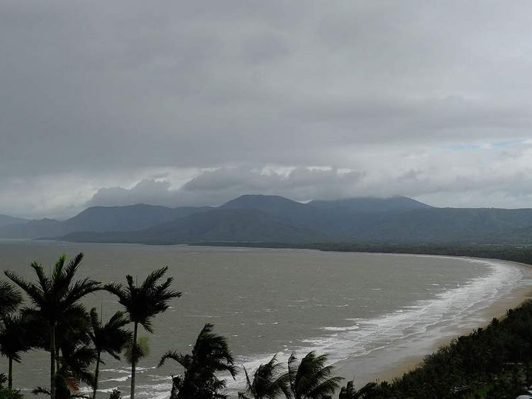 Residents Prepare As Cyclone Ita Approaches North Queensland