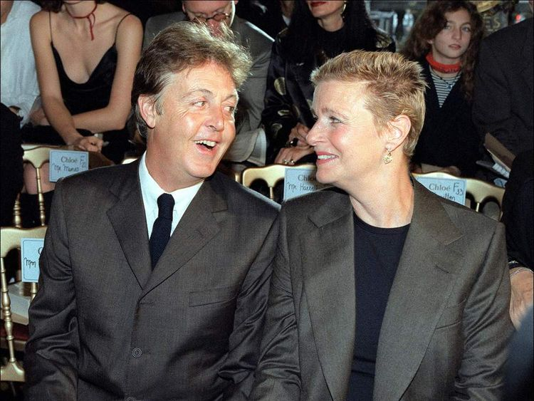 Former Beatle Paul McCartney (L) and his wife Lind