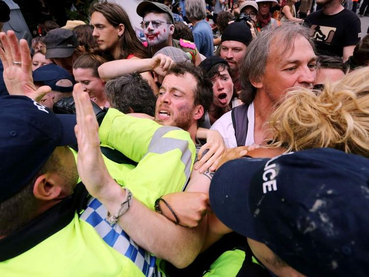 Police try to clear anti-fracking protests