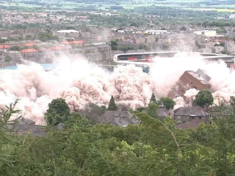 Two tower blocks in Dundee are demolished