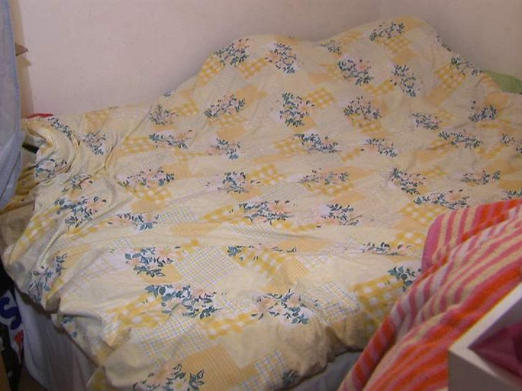 The tiny bedroom in North London where Derya Dosdogru lived