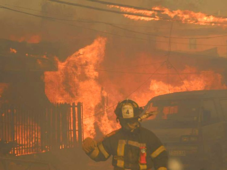 Houses are seen burning during a forest fire in Valparaiso city