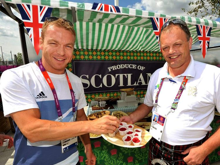 Sir Chris Hoy tries some Scottish raspberries