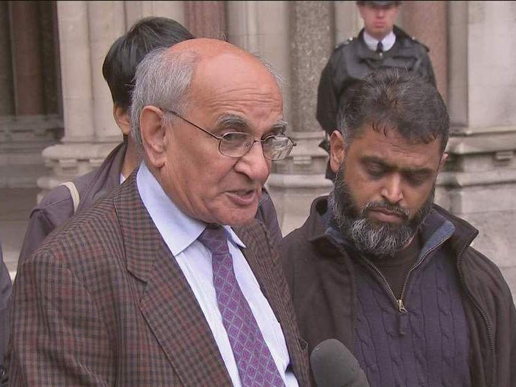 Babar Ahmad's father Ashfaq Ahmad (l) and former Guantanamo Bay inmate Moazzam Beg (r)