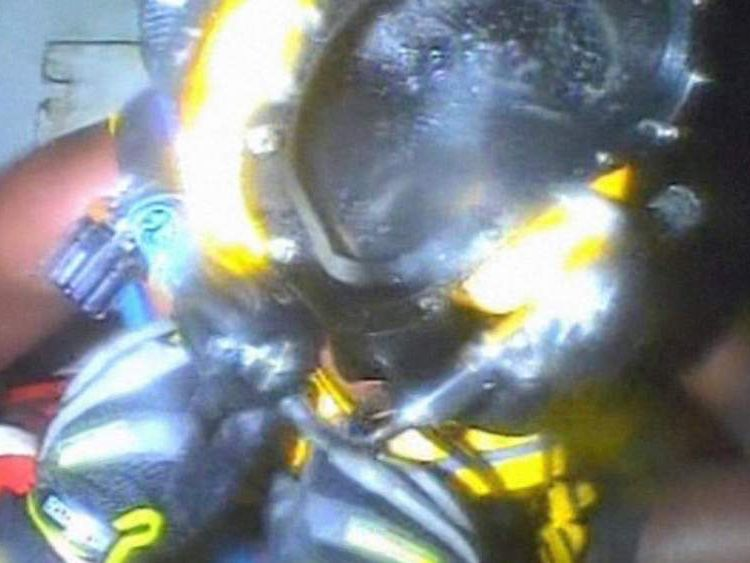 Man rescued after three days in sunken ship's air bubble