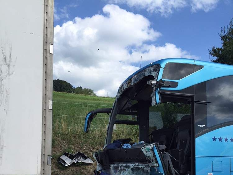 Swiss bus crash Pic: Luzerner Polizei