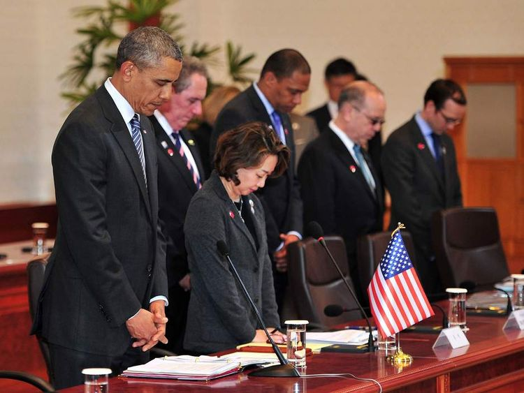 Barack Obama and South Korean President Park Geun-Hye bow their heads