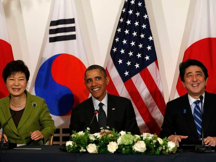 Obama holds a meeting with Abe and Park in the Hague