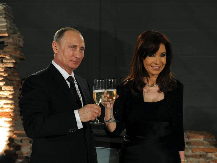 Argentina's President Fernandez de Kirchner toasts with her Russian counterpart Putin during an official dinner hosted by the Argentine government in his honour, in Buenos Aires