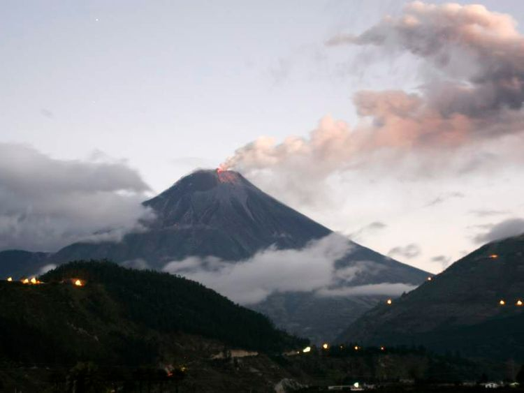 Ecuador's Tungurahua volcano erupts near Banos