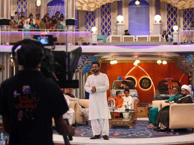 "Hussain, host of ""Amaan Ramazan"", hosts a live show in Karachi"