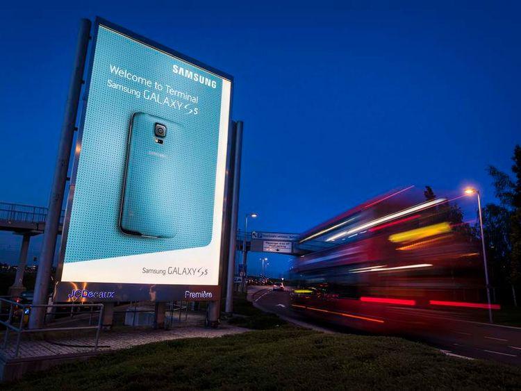 Samsung Terminal 5 Galaxy S5 branding