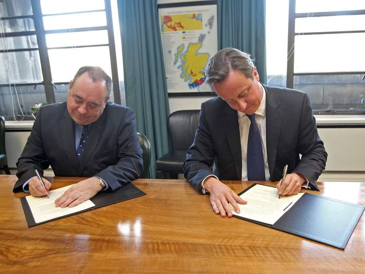 David Cameron and Alex Salmond sign referendum deal
