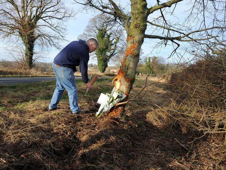 Man leaves tribute for officer killed in car crash
