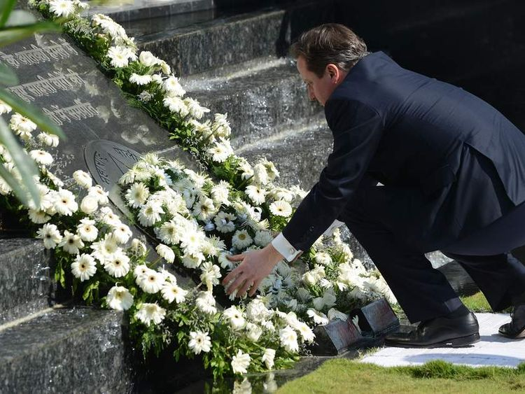 David Cameron lays wreath in India