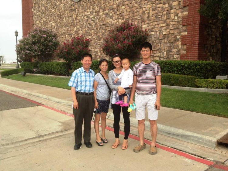 Zhang Shaojie's family with their US friends