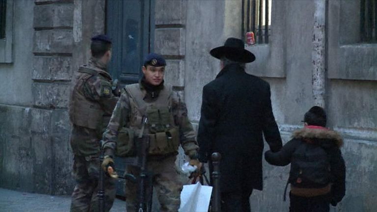 France soldiers and police guard Jewish schools