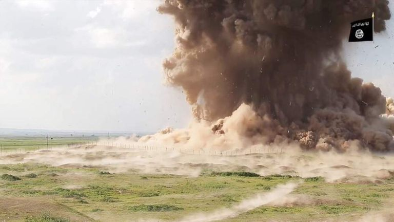 IS militants destroy Nimrud and its ancient treasures