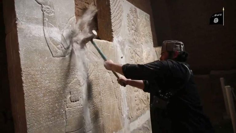 IS fighters destroy Nimrud carvings