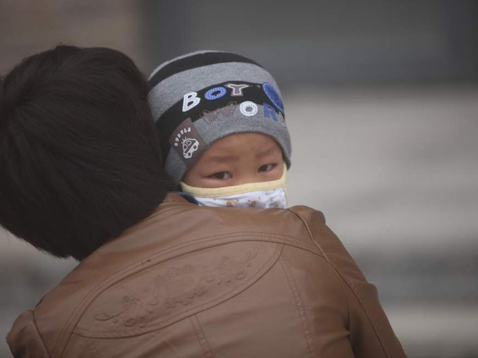 chinas air pollution blamed for eight year olds lung cancer The scale of chinas smog crisis was cruelly revealed yesterday when an eight-year-old girl received a diagnosis of lung cancer owing to the countrys urban pollution.