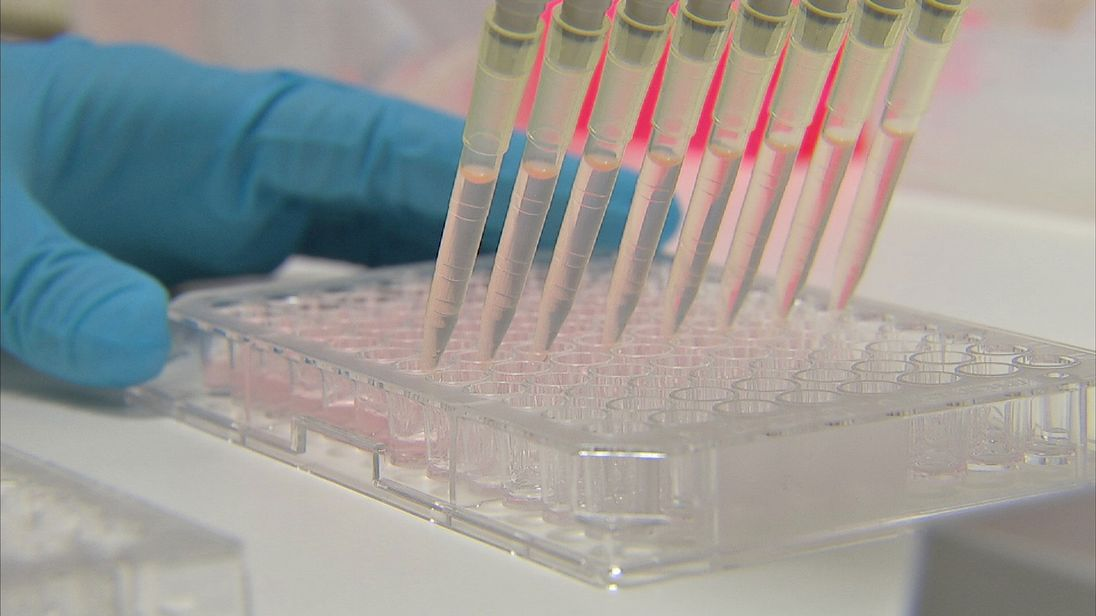 Cancer patients in the UK are missing out on innovative treatments, according to a report by Breast Cancer Now and Prostate Cancer UK.
