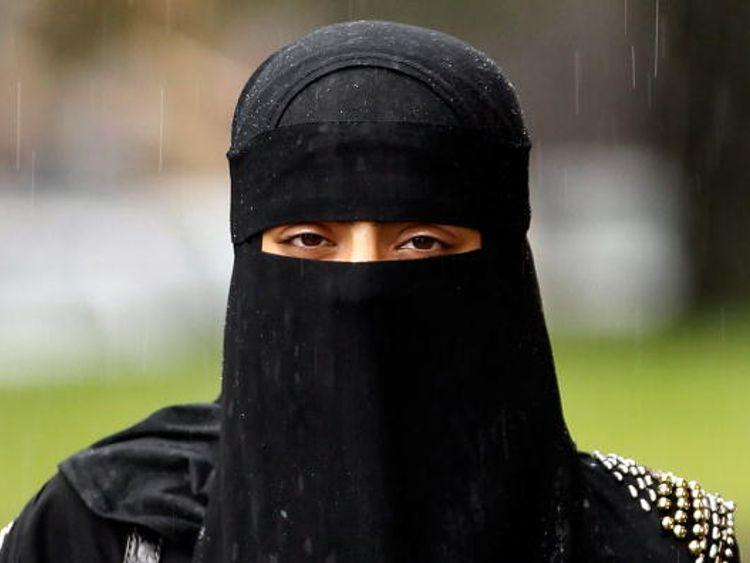 Women in burkas look like 'bank robbers' - Johnson