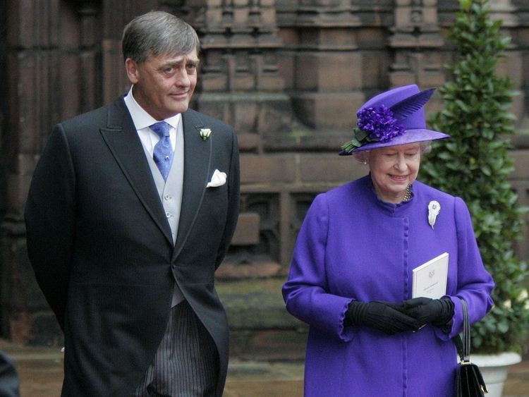 The Duke of Westminster with the Queen in 2004