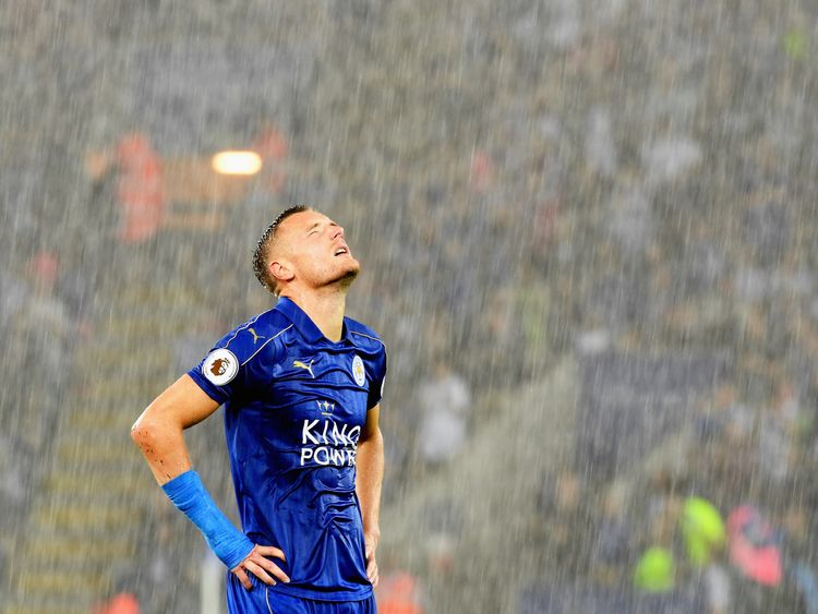 Jamie Vardy of Leicester City looks to the sky during the match between Leicester and Swansea