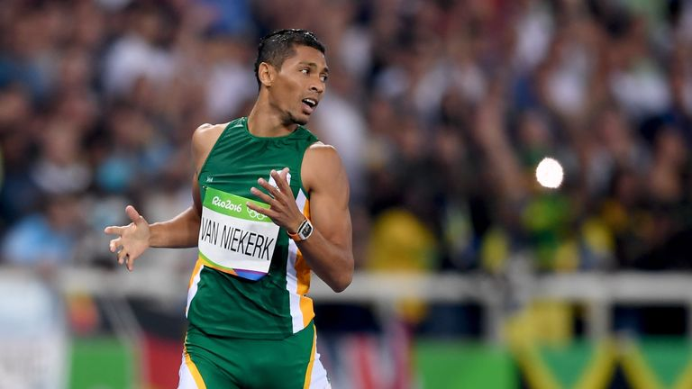 Wayde van Niekerk breaks the world record in the 400m