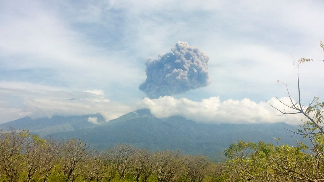 The ash cloud from erupting Mt Barujari was sent more than 2km into the air, according to experts.