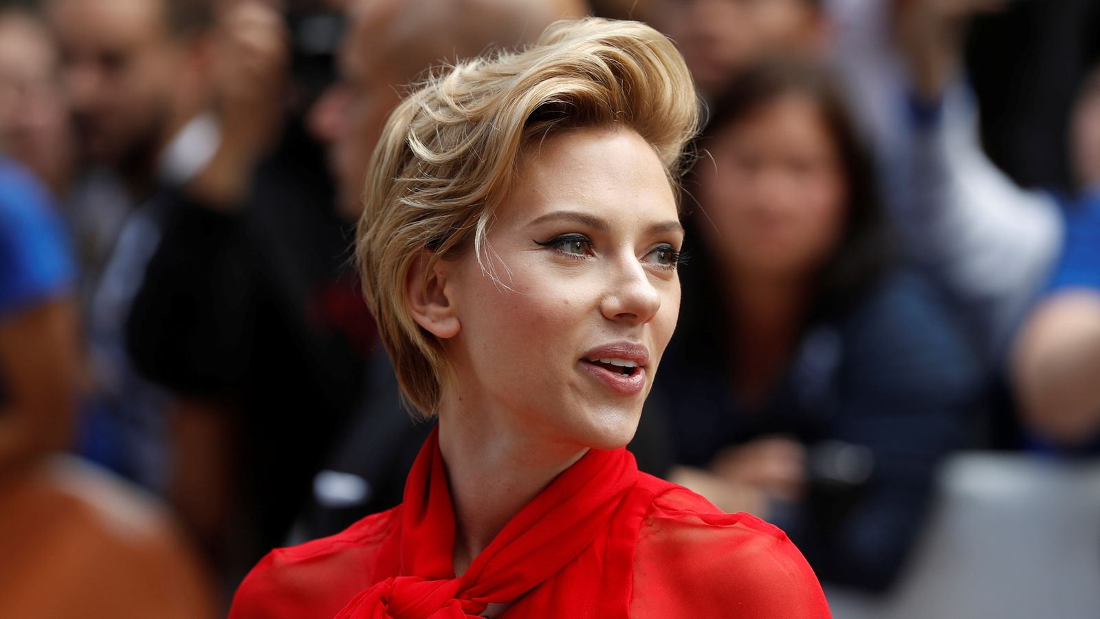 Johansson quits transgender role after backlash